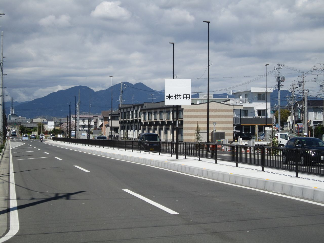 静岡市に静岡東スマートインターで使用する看板が未供用でたてられました。