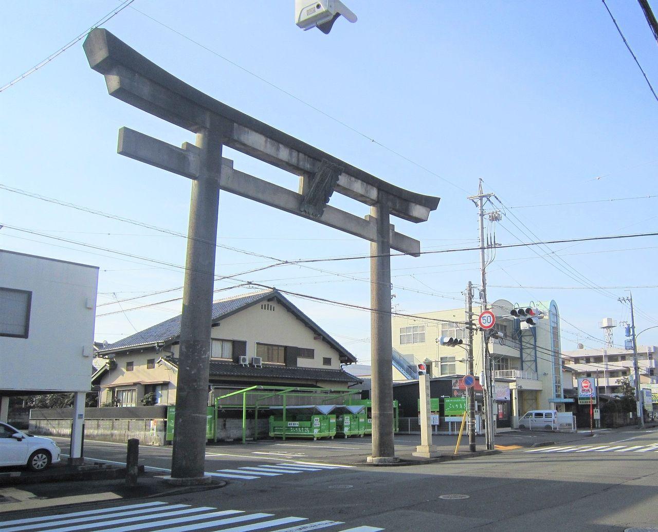 草薙神社の大鳥居が安全を考え撤去へ
