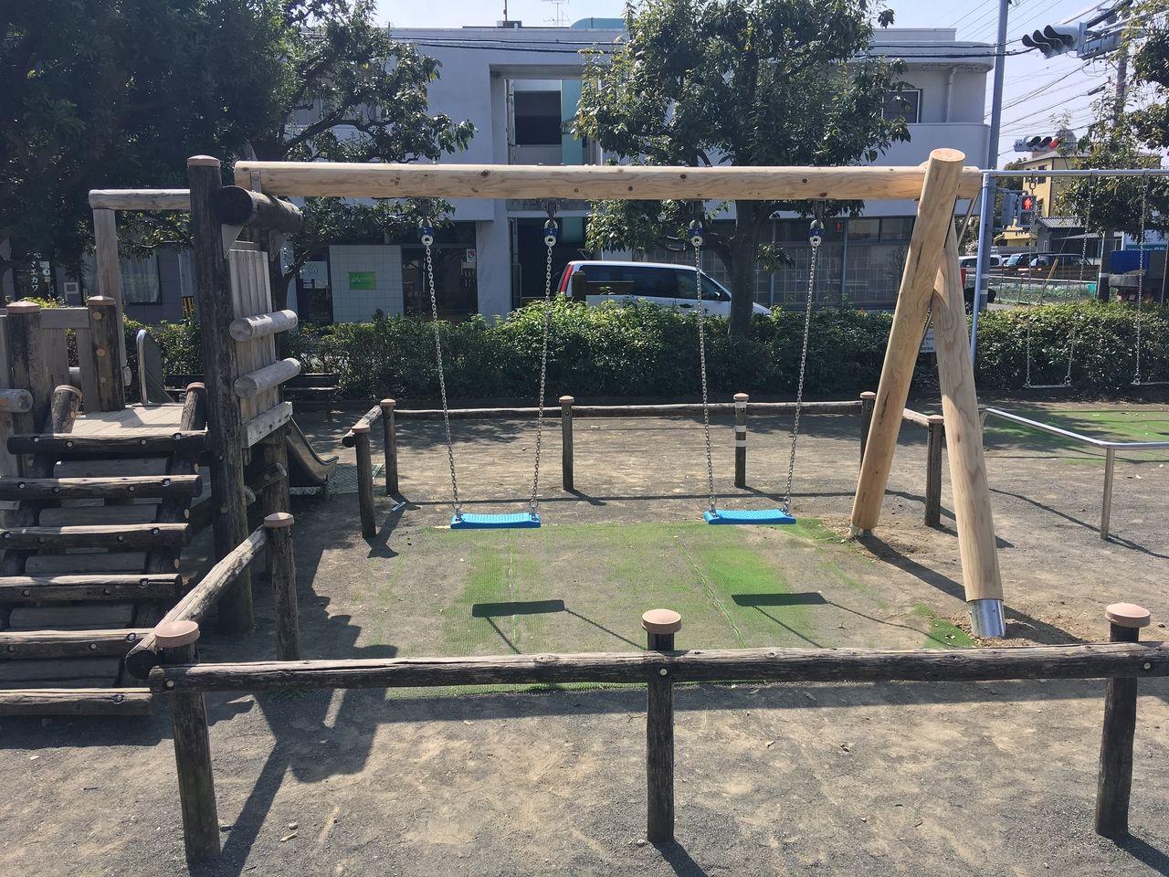静岡市清水区草薙の天皇原公園のブランコが新しくなりました。