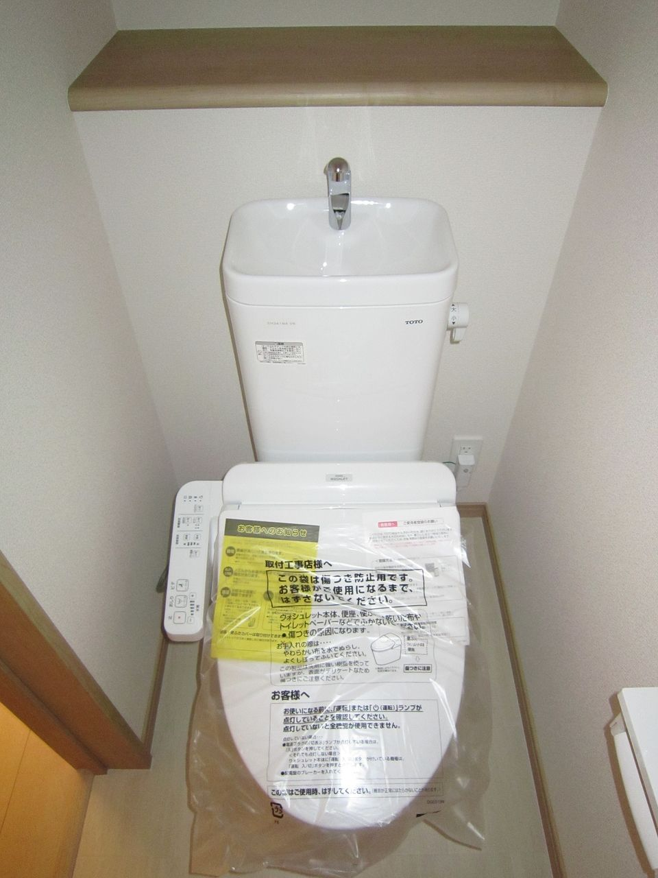 1階2階にそれぞれあるトイレはTOTOのウォシュレット付きの節水トイレです。
